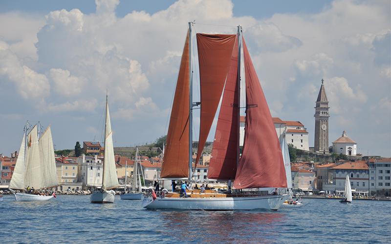 Stara in tradicionalna plovila na slovenski Obali