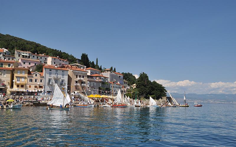 Mala barka 2, regata in srečanje tradicionalnih plovil