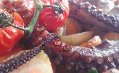 Pečena hobotnica s krompirjem