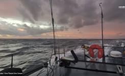 Jadrnica One Planet One Ocean v težkih pogojih